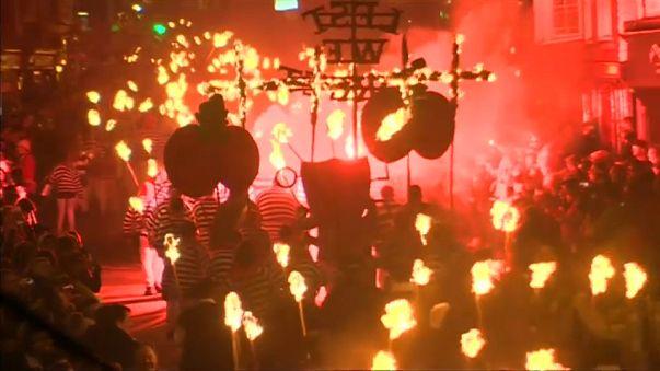 Şenlik Ateşi Festivali'nde H.Weinstein'nin kuklası yakıldı