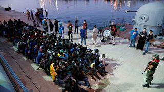 Migranten im Mittelmeer geborgen - Leichen von 26 Frauen an Bord
