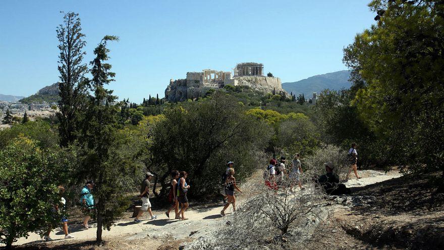 Πρόστιμα ως και 5.000 ευρώ για όσους ενοικιάζουν Airbnb