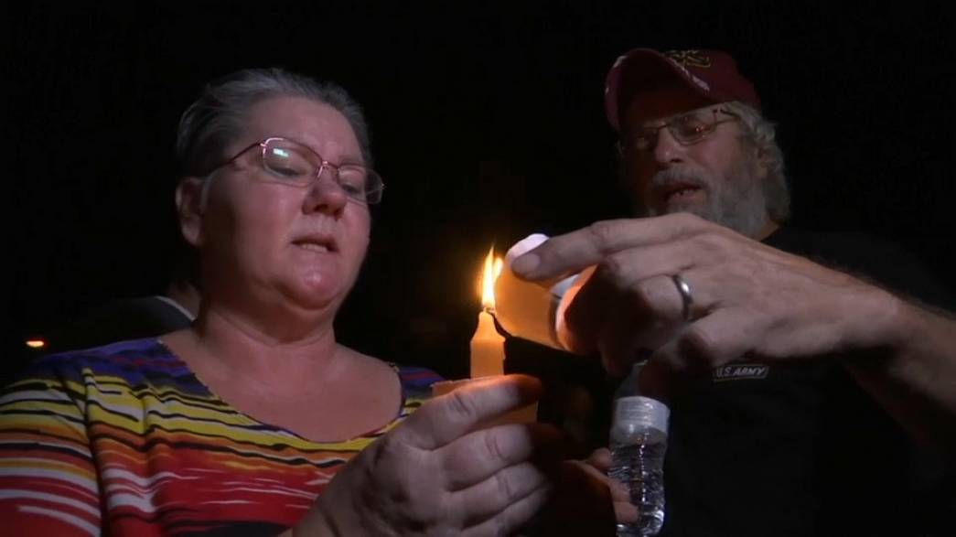 Virrasztás és gyász Texasban
