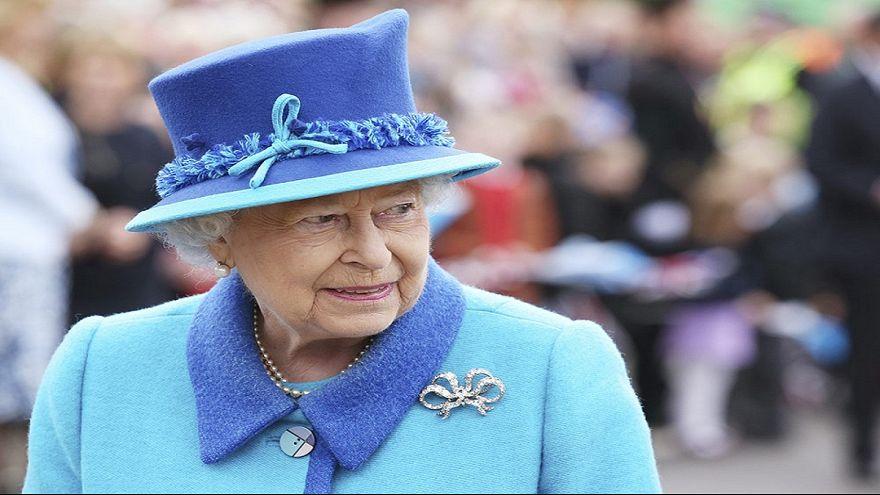 """""""أوراق الجنات"""" تكشف استثمار الملكة اليزابيث في ملاذات ضريبية"""