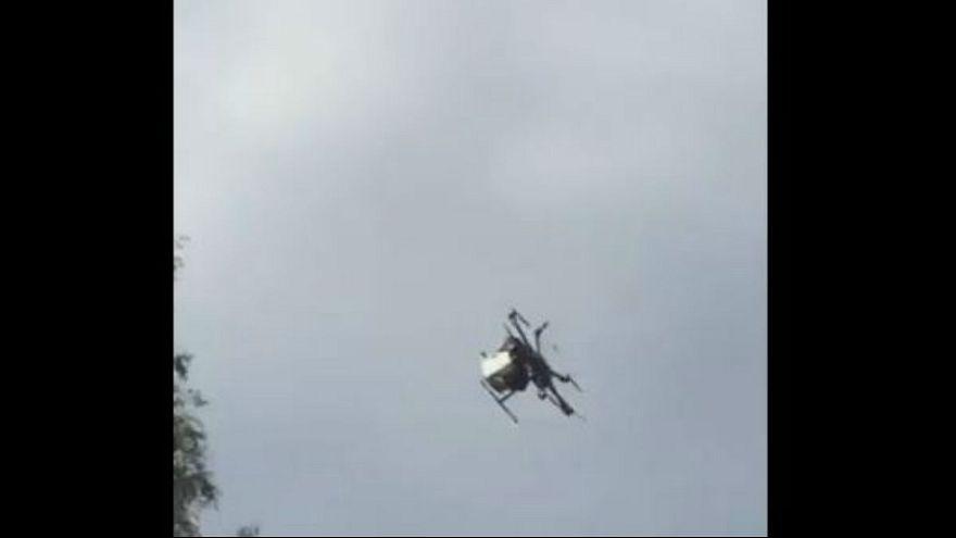 بالفيديو: طائرة بدون طيار تسقط على رؤوس المتفرجين في اليابان