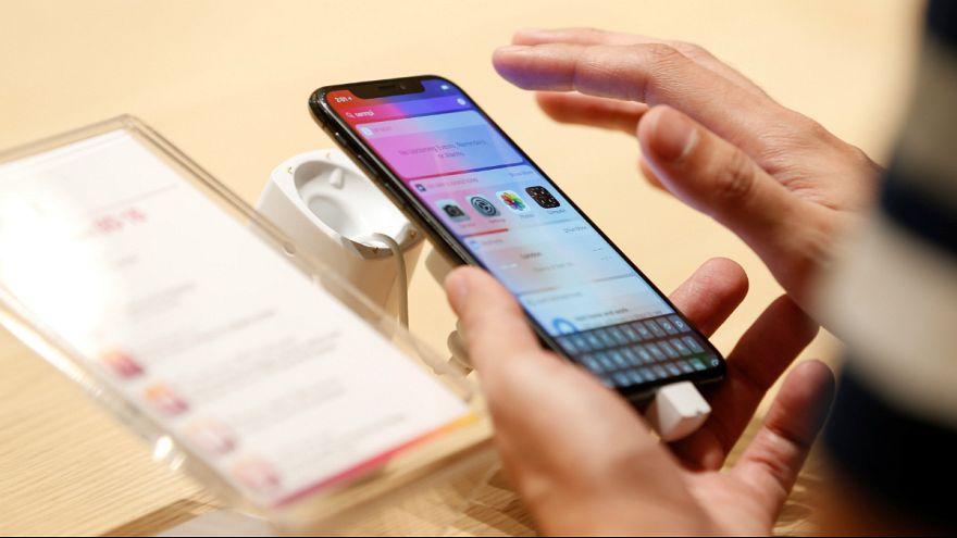 """Ο πόλεμος συνεχίζεται-Η Samsung """"τρολλάρει"""" την Apple με νέα διαφήμιση"""
