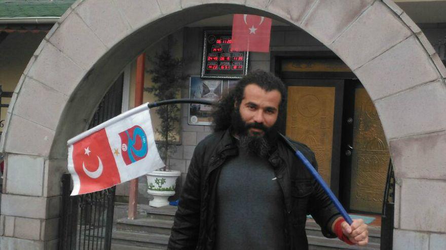 129 gündür '2011 şike sezonu'nu protesto ediyor. Camide yatıyor, her gün Cumhurbaşkanı'yla görüşmeye gidiyor
