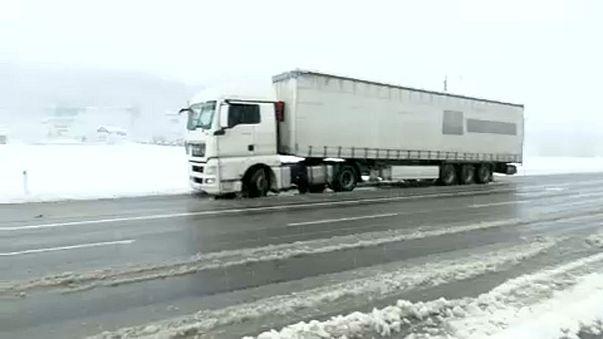 Primeira neve provoca caos nas estradas do centro da Áustria