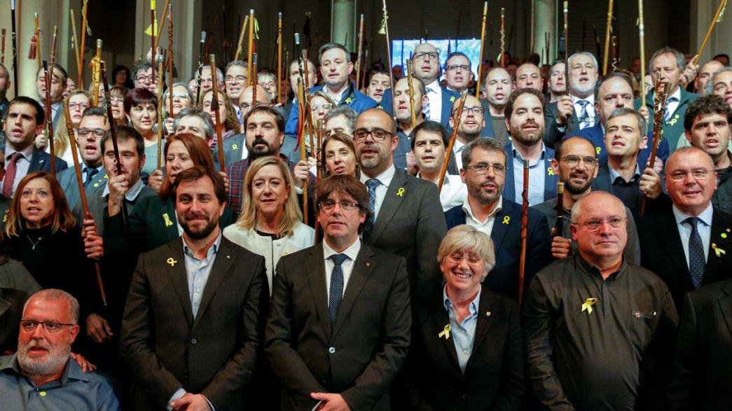 200 رئيس بلدية بكاتالونيا يتظاهرون بالعاصمة البلجيكية ويلتمسون عون أوروبا