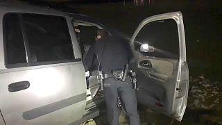 بالفيديو: محاولة فرار سائق مخمور تنتهي في بحيرة