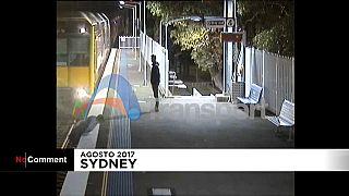 مردی که در کسری از ثانیه در ایستگاه قطار از مرگ رهید