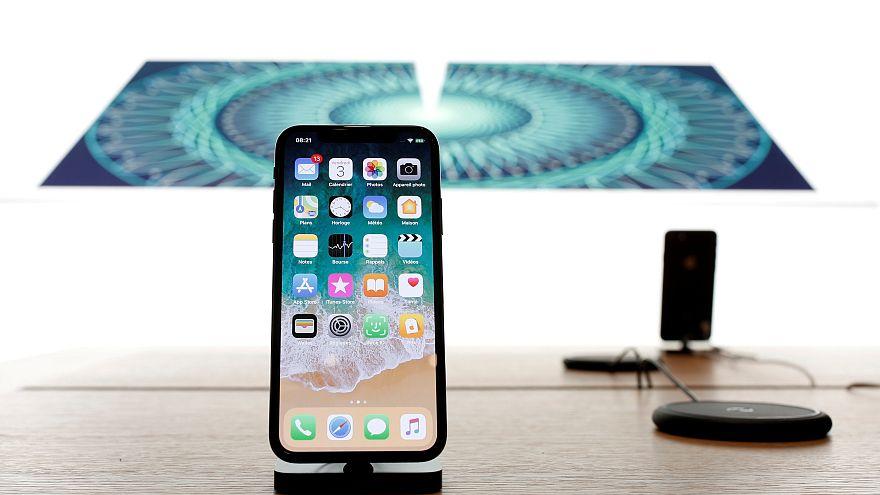 """كم تبلغ تكلفة تصليح شاشة """"ايفون 10"""" في بلدك؟"""