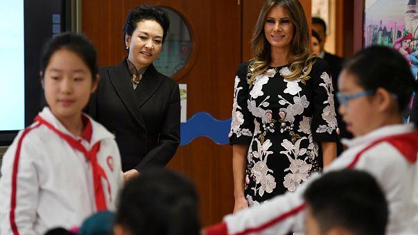 Alle Augen auf Melania Trump und ihre Outfits in Asien