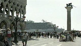 Venedik'e turist taşıyan gemilerin girişi yasaklandı
