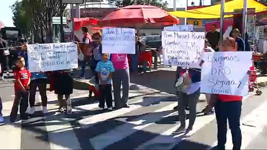 Aulas na rua contra falta de segurança depois do sismo de Puebla