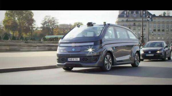 Ένα ταξί - ρομπότ στους δρόμους του Παρισιού
