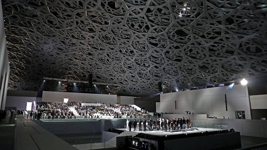 Παρουσία Mακρόν τα εγκαίνια του νέου μουσείου του Λούβρου στο Αμπου Ντάμπι