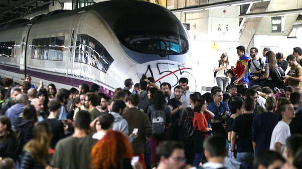 Sciopero generale in Catalogna: 150.000 viaggiatori bloccati