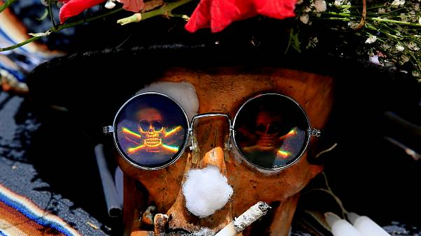Bolivians pay homage to family skulls