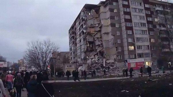 Rusya'da dokuz katlı bina çöktü