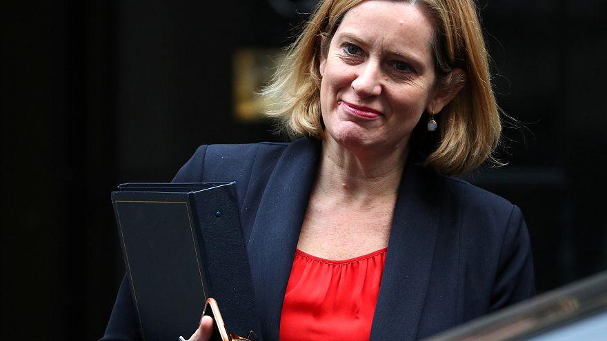 """وزيرة بريطانية تطالب بحذف المواد """"المتشددة"""" على مواقع التواصل"""