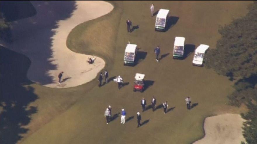 Japonya Başbakanı Şinzo Abe Trump ile golf oynarken çukura yuvarlandı