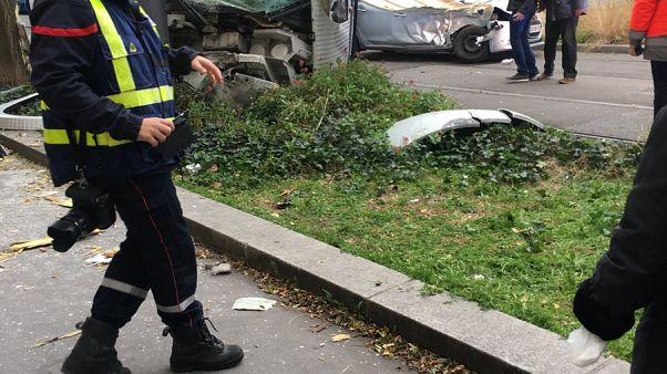 Лион: 16 пострадавших в столкновении автомобиля с трамваем