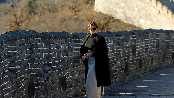 شاهد: ميلانيا ترامب تتمشى في سور الصين العظيم