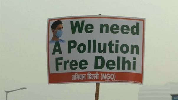 """Nova Deli mergulhada em """"smog"""""""