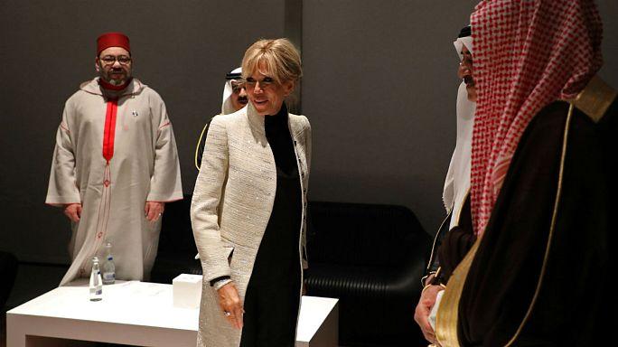 بالصور: السيدة الفرنسية الأولى محجبة في أبوظبي