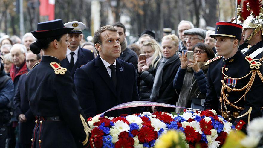 Ende des Ersten Weltkriegs: Macron legt Blumenkranz in Paris nieder