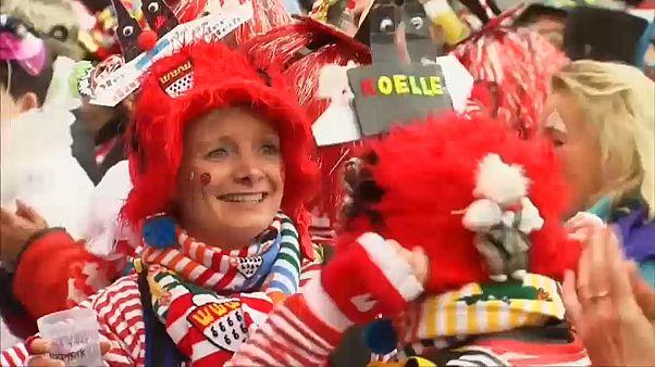 Nagyszabású utcabállal ünneplt Köln