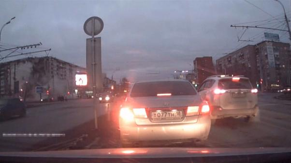 بالفيديو: انهيار واجهة مبنى في روسيا جراء انفجار ناجم عن تسرب للغاز