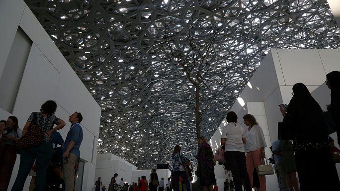 Louvre Abu Dabi ziyaretçi akınına uğruyor