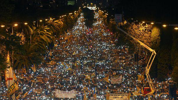 Barselona'da tutuklu siyasiler için dev yürüyüş
