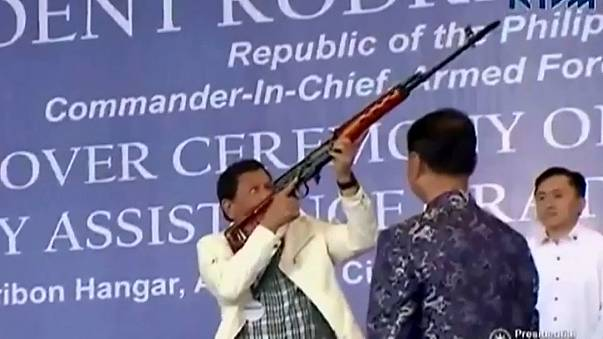 Trump under pressure to condemn Duterte's war on drugs