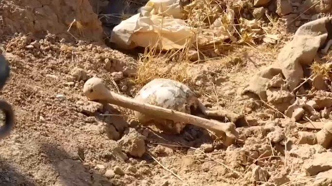 """Valas comuns com """"pelo menos 400 corpos"""" encontradas no Iraque"""