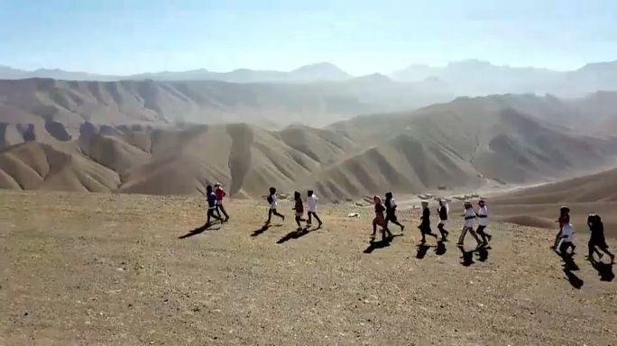 Afghan women defy tradition to run marathon