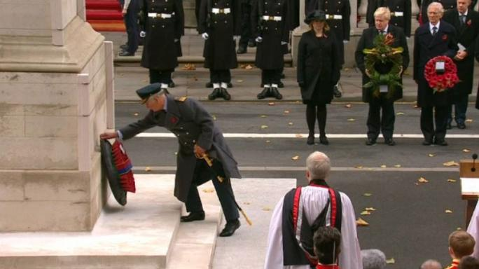 Elizabeth II laisse la place à son fils Charles pour la Journée du Souvenir