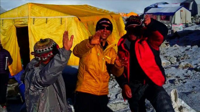 Himalaja: Basejumper Valery Rozov stürzt in den Tod