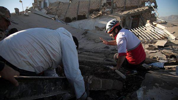 Több mint 300 halálos áldozat és 2500 sérült az iráni-iraki földrengésben