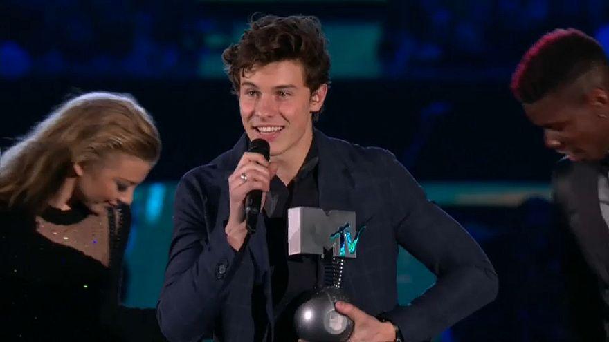 Shawn Mendes shines at EMA awards