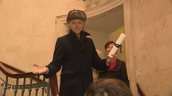 Bob Geldof returns honour in protest against Aung San Suu Kyi