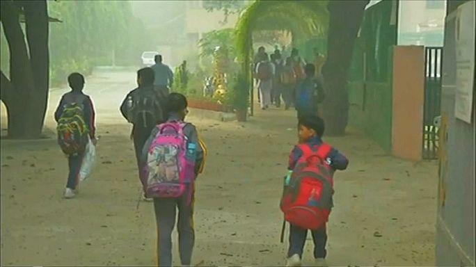 New Delhi still shrouded by smog