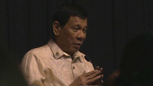 Filipinler Devlet Başkanı Duterte'den Trump'a aşk şarkısı
