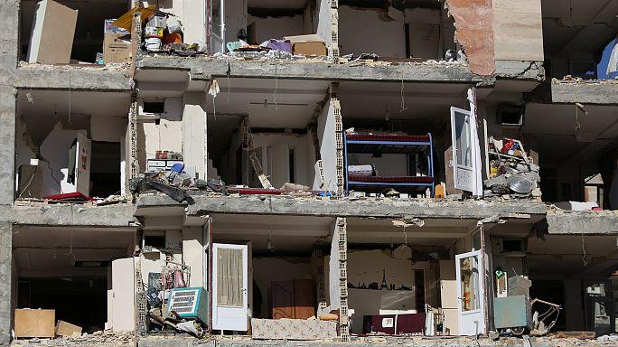 Plus de 400 morts après le séisme en Iran