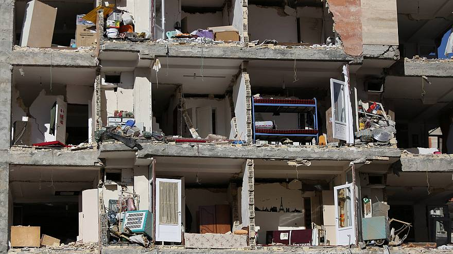 Rescuers continue search for surviors of Iran-Iraq earthquake