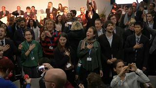 COP-23: американскую делегацию прервали песней