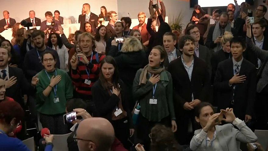 #COP23: Mit Gesang gegen die US-Kohle-Lobby