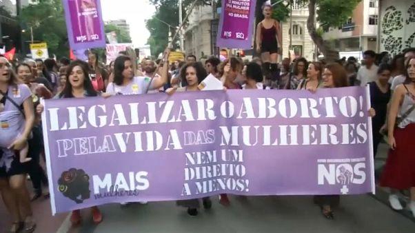 Brazil nők tüntettek az abortusz betiltása ellen