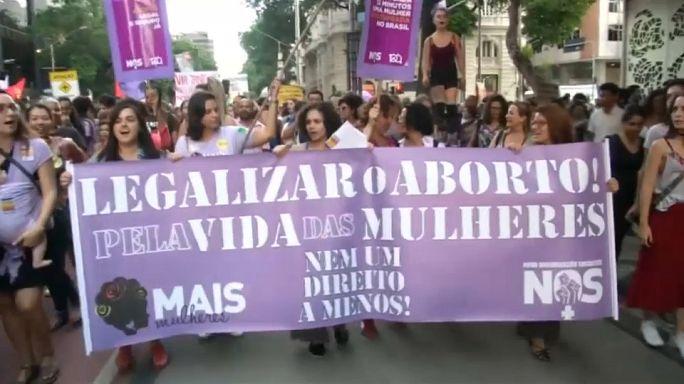 Манифестации против запрета абортов
