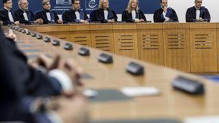 Fransa'da 11 yaşındaki kızla ilişkiye beraat kararı tepki çekti