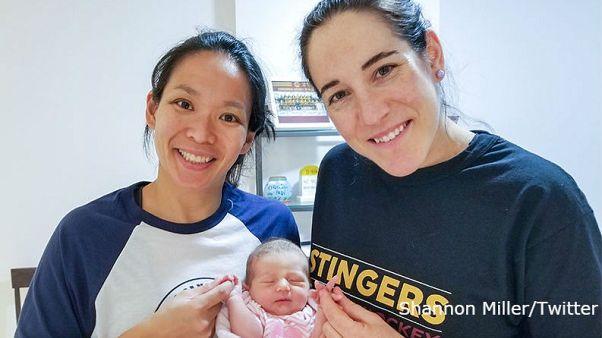 Eishockey-Welt feiert Baby von Ex-Konkurrentinnen